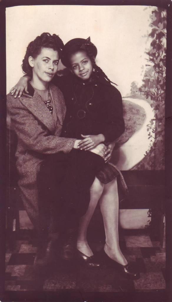 Hattie&Margaret Henderson 001