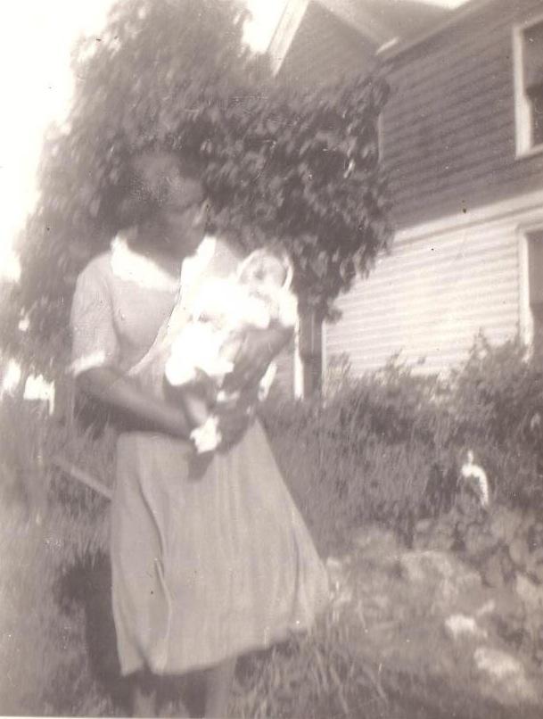 Mary Allen holding Marita (1943) 001